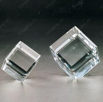 optischen Kristall Würfel mit Ecke Schnitt
