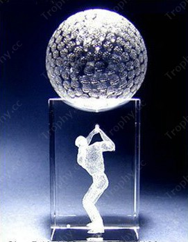 Kristall-Golfball auf 3D-Laser-Kristallwürfel Basis