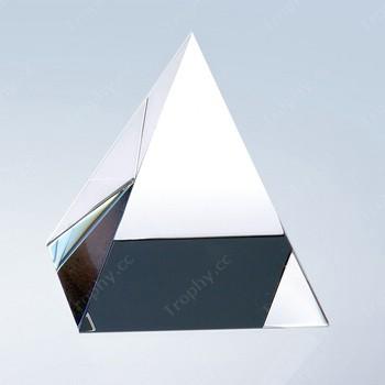 leere optischen Kristall Pyramide